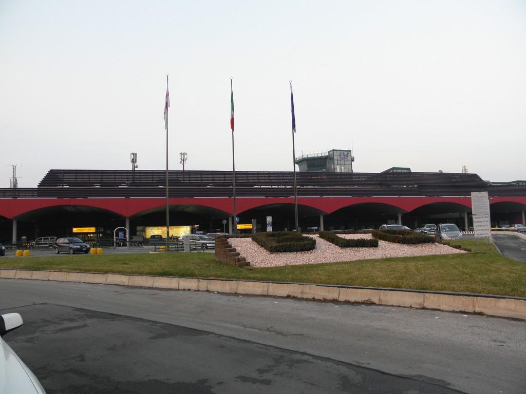 Aeroporto di Bologna, photo by Threecharlie - Wikipedia