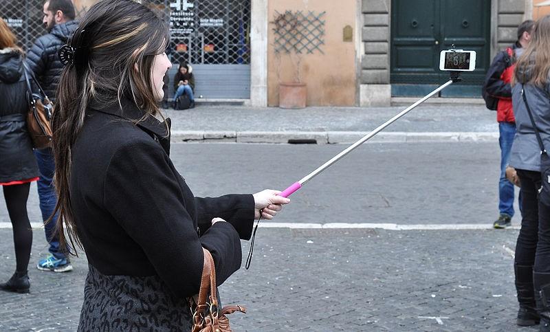 Selfie stick - Photo Credit: Marco Verch su wikipedia.org