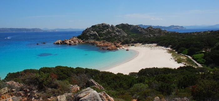Sardegna, la spiaggia rosa sul'isola di Budelli (Wikipedia, Luca Giudicatti).
