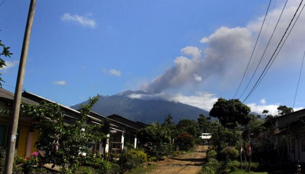 Il vulcano Raung, sull'isola di Java, Indonesia.