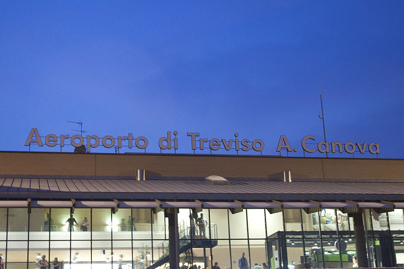 how to get to the treviso airport