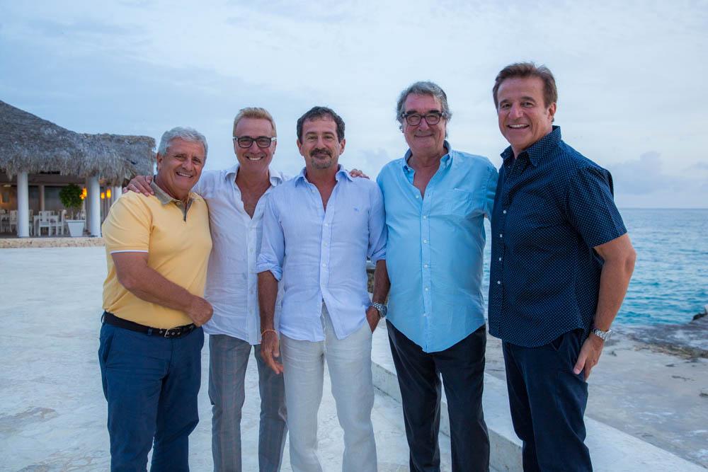Da sinistra: Tommaso Cutrì (Vice Presidente amministrativo Viva Wyndham Resorts), Massimo Ghini, Ettore Colussi (Presidente Viva Wyndham Resorts) Neri Parenti e Christian De Sica.