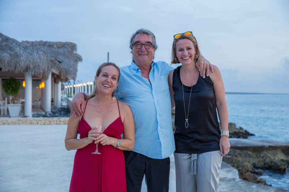 Da sinistra: Patrizia Puggioni (Direttrice Corporate Animazione Viva Wyndham Resorts), Neri Parenti e Giuliana Carniel (Sales & Marketing Director Europe Viva Wyndham Resorts).