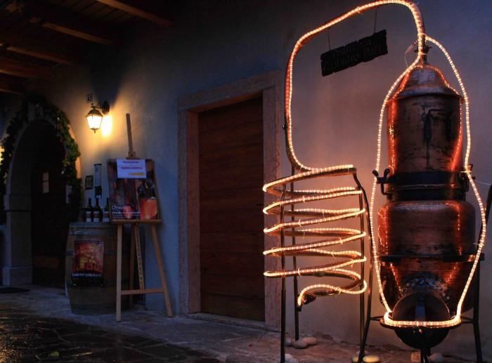 La Notte degli Alambicchi accesi, in programma dal 6 all'8 dicembre a Santa Massenza in Valle dei laghi