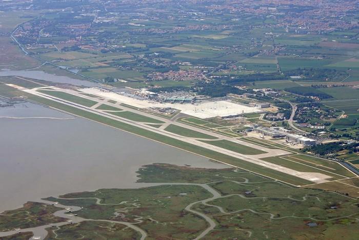 Veduta aerea dell'aeroporto di Venezia.