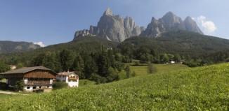 Maso nelle Dolomiti associato a Il Gallo Rosso.