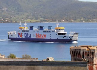 La nave Acciarello della compagnia Blu Navy.