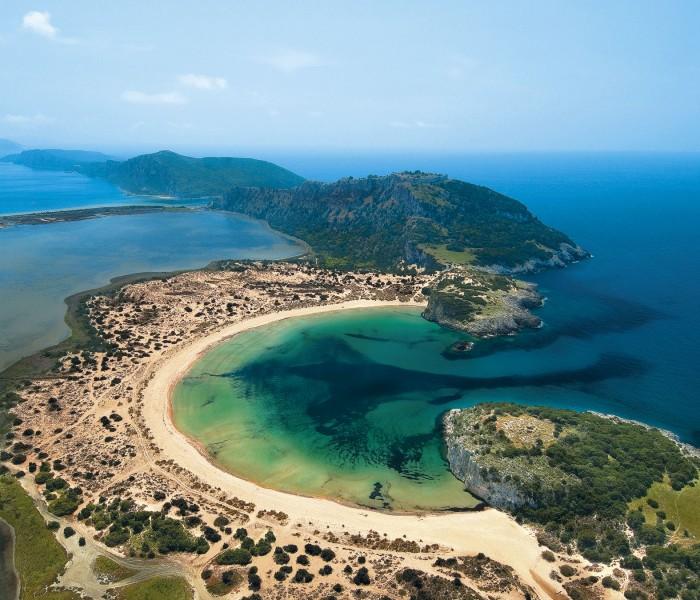 La spettacolare spiaggia di Voidokilia, nella regione greca della Messinia.