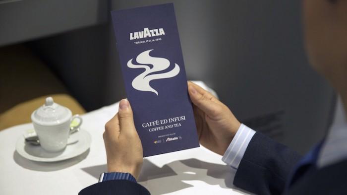 Alitalia ha siglato un accordo di partnership triennale con Lavazza