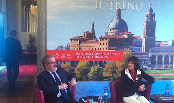 Roberto Maroni, presidente Regione Lombardia, e Cinzia Farisè, a.d. di Trenord, alla presentazione di