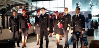 Le nuove divise del personale di bordo Neos