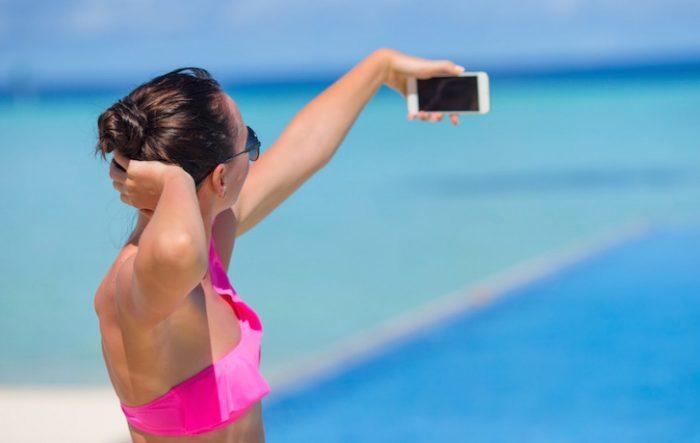 Gli italiani sono i campioni europei dei selfie