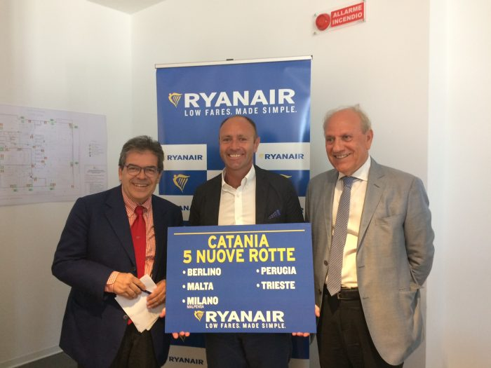 Da sinistra: Enzo Bianco, Sindaco di Catania; Kenny Jacobs, Chief Marketing Officer Ryanair; Salvatore Bonura, Presidente Sac