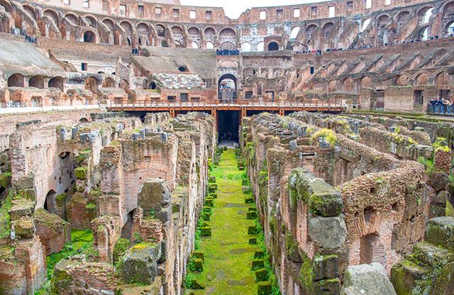 Interno del Colosseo, Roma.