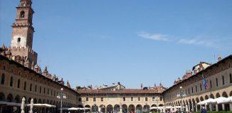 Vigevano, Piazza Ducale. Foto Wikipedia