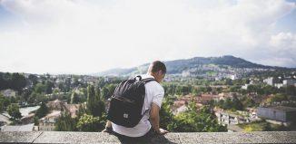 I ragazzi italiani desiderano come regalo di Natale un viaggio o esperienze all'estero