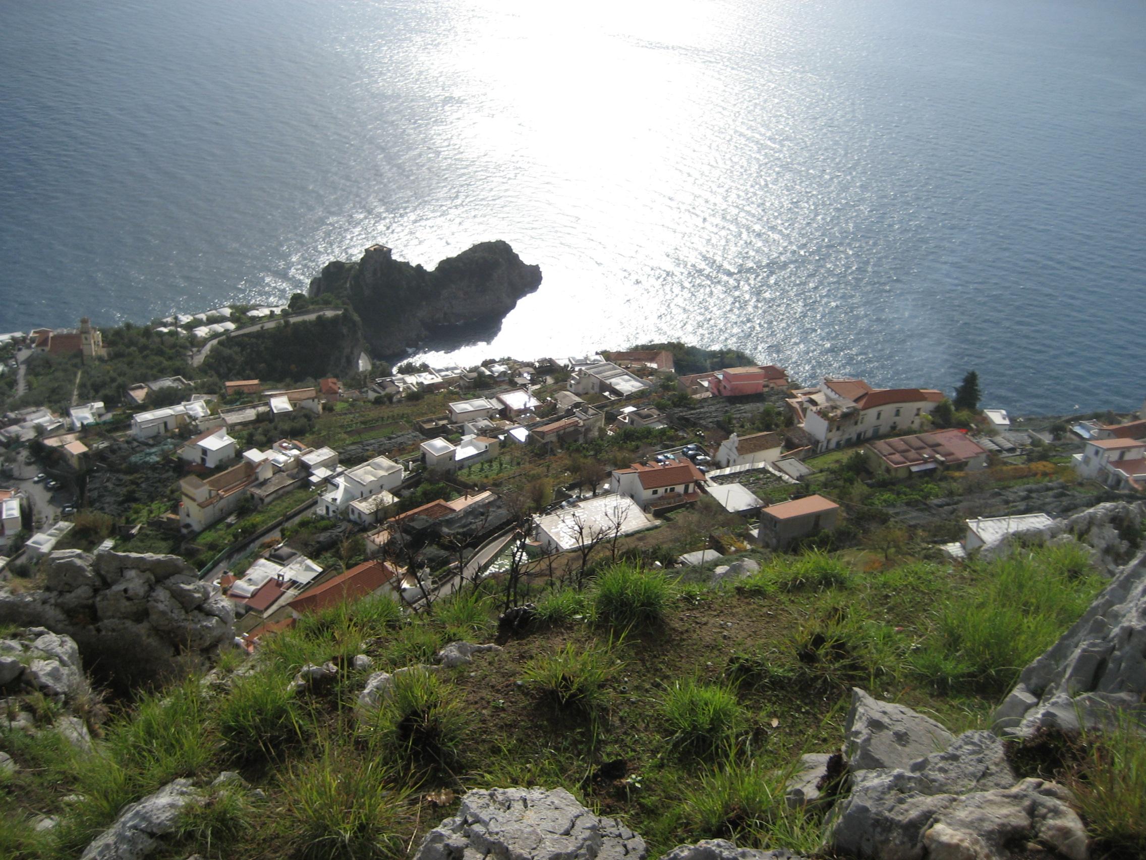 Conca dei Marini, perla della Costiera Amalfitana, foto di Mess su wikipedia.org