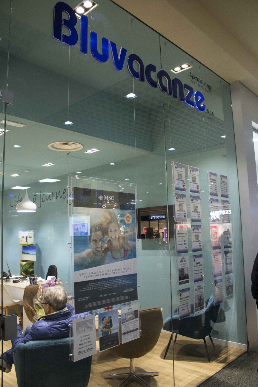 Restyling bluvacanze inaugurata l 39 agenzia di grugliasco for Agenzia la moderna