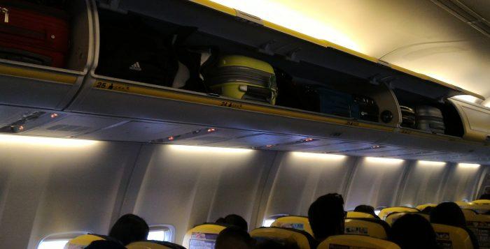 Ryanair nuova policy bagagli a mano in cabina