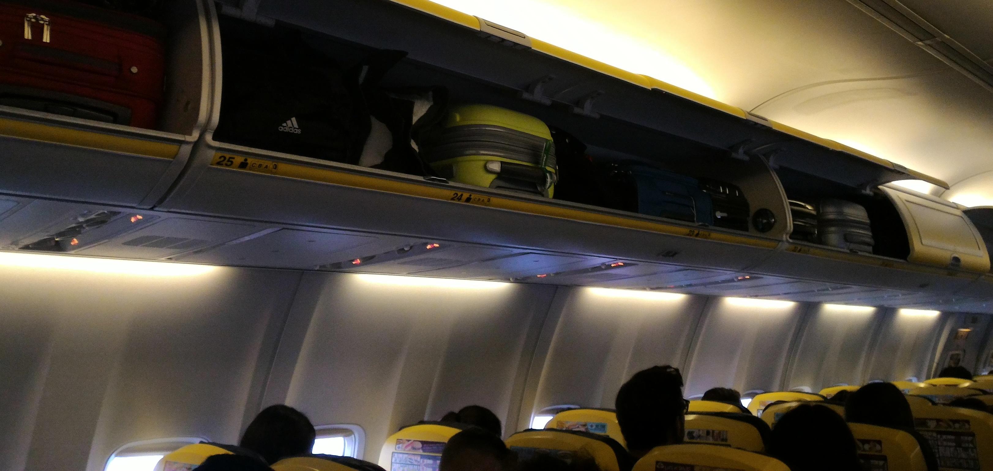 Ryanair dal 15 gennaio 2018 parte la nuova policy per i bagagli a mano in cabina webitmag - Cabina ryanair ...